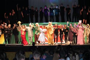 Clinton Middle School students present 'The Wizard of Oz'