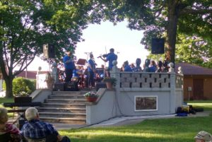 Turtle Creek Chamber Orchestra performs in summer's first concert in the park